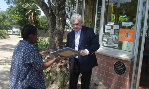 Joint SRC president Bantfubetfu Dlamini presenting Michael Jarvis with a framed picture of the Energy Hub